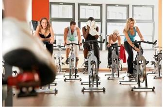 Vélo stationnaire : 6 avantages des cours en salle de sport